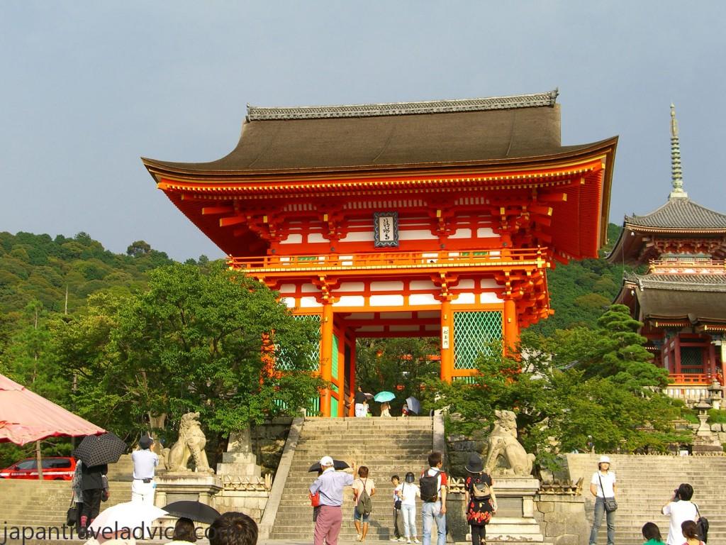 Nio-mon gate Kiyomizu-dera