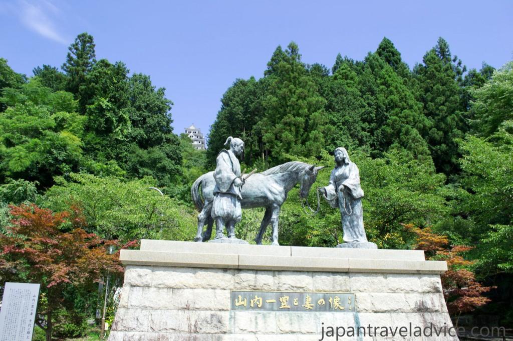 Kazutoyo and Chiyo Bronze Statue